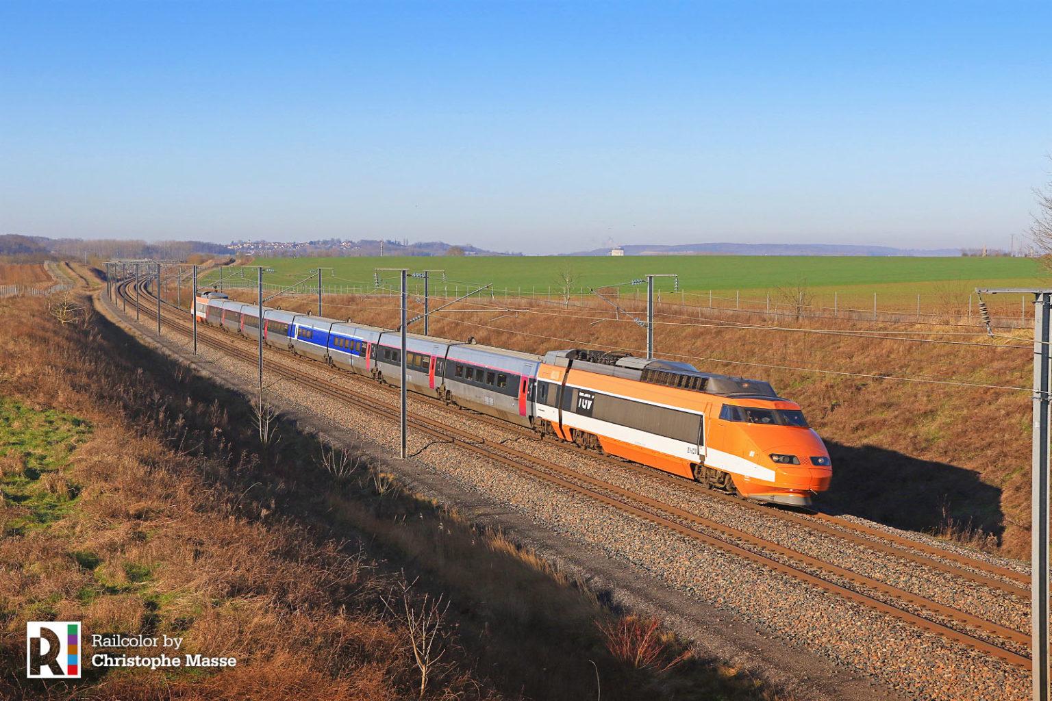 Pierwszy pociąg TGV w czasie pożegnalnego objazdu Francji