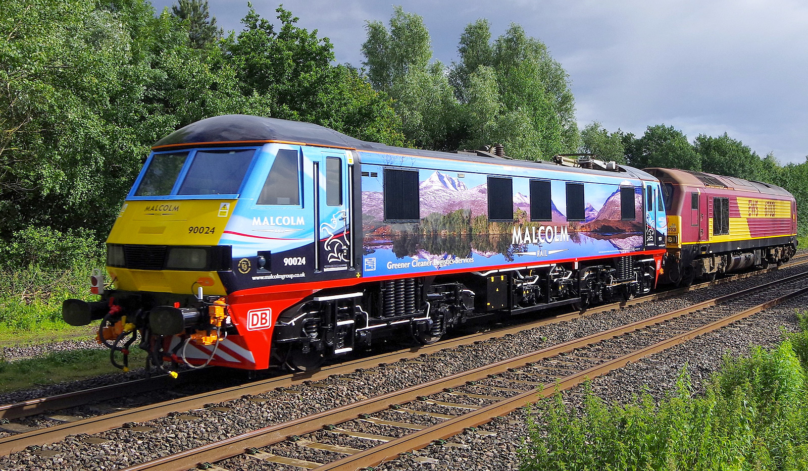 [UK] Neat! DB Cargo Class 90 in Malcolm livery